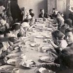 Ученическая производственная бригада обедает
