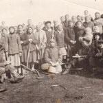 Колхозники колхоза им.Салават на весенних работах. Конец 40-х годов