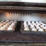 オーブンで焼いてます、