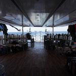 Das Tauchdeck bietet massig Platz für Taucher und Crew.