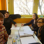 Nadine, Janina, Maximilian und Andreas wollen mit ihren Fragen herausfinden, ob sich das Verhalten von Einzelnen durch den Weißen Ring geändert hat.