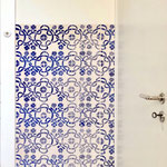 MÄANDER in Pariserblau ist eine handgedruckte Tapete. PRINT GARDEN Tapetenmanufaktur Hamburg