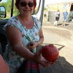 elsbeth mit einem Granatapfel von Marion