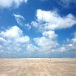 So hart kann die Insel sein. Bei 6 Windstärken fegt der Sand über den Strand.