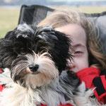 ... und Anna, gut behütet von Dinky, dem ersten Drachenhund der Drachenfreunde Köln