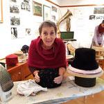 Walli Jungwirth zeigte im Okt. 2019 Einblicke in das Handwerk der  Hutmacherei.
