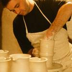 Matthias Schawerda, Keramiker und Ofenbauer aus Kautzen,zeigt das Töpfern an der Drehscheibe, 1995 bis heute....