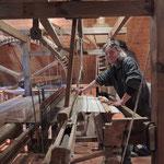 Hermann Ebner, der auch das Wollwerk Obermühle leitet, hier an einem der Handwebstühle
