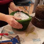 Formgebung  eines Filzhutes...Walli Jungwirth -Modistin aus Wien, gibt Einblicke in das Handwerk