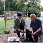 Fritz Desch, Zitherspieler und Zithersammler, hier im Gespräch mit dem Vizeobmann Paul Richter