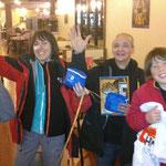 Léo, Lonan, Sandrine et Laurent : les heureux vainqueurs de la balade au coeur de Clermont-Ferrand pour découvrir les lieux et les noms des rues d'hommes, de femmes, d'écrivains célèbres.