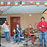 Jubiläumsfest, 02.07.2016: The ClanMakeNoise beim Spielen...