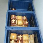 Gut verpackt gelangen die Sandwiches in unsere Transportboxen (gekühlt).....