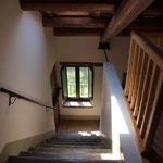 Le scale che portano al piano superiore