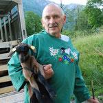 Nachwuchs für den Milchziegenhalter Kurt Zwicky, die kleine Petra ist vor drei Tagen auf die Welt gekommen (Bilder hasp)