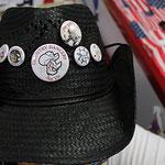 badges sur chapeau