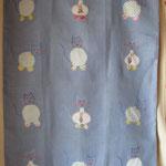 HOUSSE DE COUVERTURE tissu lin bleu lavande, apliqué petits chats et broderie  intérieur couverture matelassé prix 50euros d.75x95cm ss