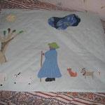 PETITE COUVERTURE DE BEBE motif apliqué et peint.