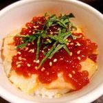 今夜は鮭塩焼きを使った親子丼。どっちかというと、生よかこっちが好きかな。