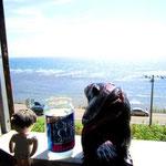 津軽海峡を眺めながらカップ酒。幸せだな~