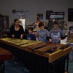 les stagiaires avec Colette Fergeault sur un instrument unique au monde !