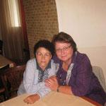 Frau M. ist schon längst Rentnerin, arbeitet aber immer noch als Lehrerin, um ihrer Enkelin, deren Eltern verstorben sind, eine gute Zukunft zu ermöglichen.