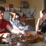 Schenja ist spastisch gelähmt - sie wird seit vielen Jahren unterstützt