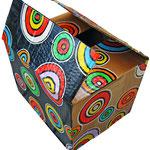 """""""la scatola magica""""acrilici rifiniti con vernice all'acqua su cartone d'imballo cm22x16x17"""
