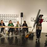 Lecture performance von CALL im Kontext der Ausstellung  FEMINISTISCHE AVANTGARDE: Performance Anik Lazar
