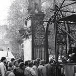 """Von der Stasi wurden zwischendurch Gerüchte verbreitet, z.B. """"alle Männer anstellen am Ausgang""""."""