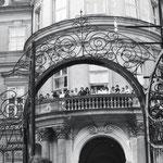 Legendärer Balkon, auf dem am 30.September 1989 Außenminister Hans - Dietrich Gentscher sprach.