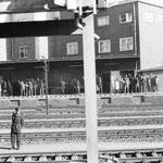 Bahnpolizisten inks im Bild