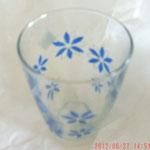 これは華奢なグラス青いお花柄がカワイイでしょw