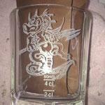 Drache auf Whiskeyglas