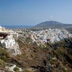 Blick über den Hauptort Fira
