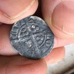 La pièce d'argent du XIIIe-XIVe siècle. Crédit : ACAS