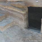 Extérieur de la tombe 2