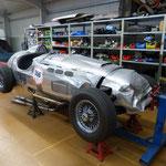 Der Ronart W 152 mit 12-Zylinder Jaguar-Motor...