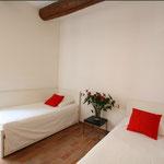 комната на 2-3 спальных места (одна кровать выдвижная)