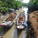 Transport de noix de coco par bateau