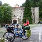 Arrivée devant le monastère de Rila