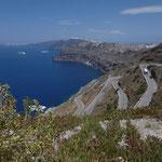Dur, dur, pour grimper la falaise de Santorin