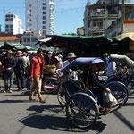 Cyclo pousse près du marché
