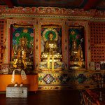 Buddhastatuen im Kloster Lho