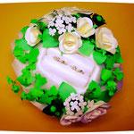 リングピロー アイビーと白いバラ