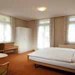 Chambre double avec bain/WC, balcon au Sud (meilleur vue aux Alpes)