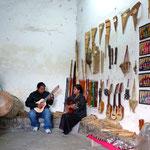 Musikalische Darbietung einer indigenen Familie.