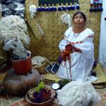 Wollproduktion und -färbung.