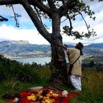 Ein Schamane am heiligen Baum.