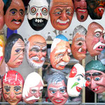Handgemachte Masken.